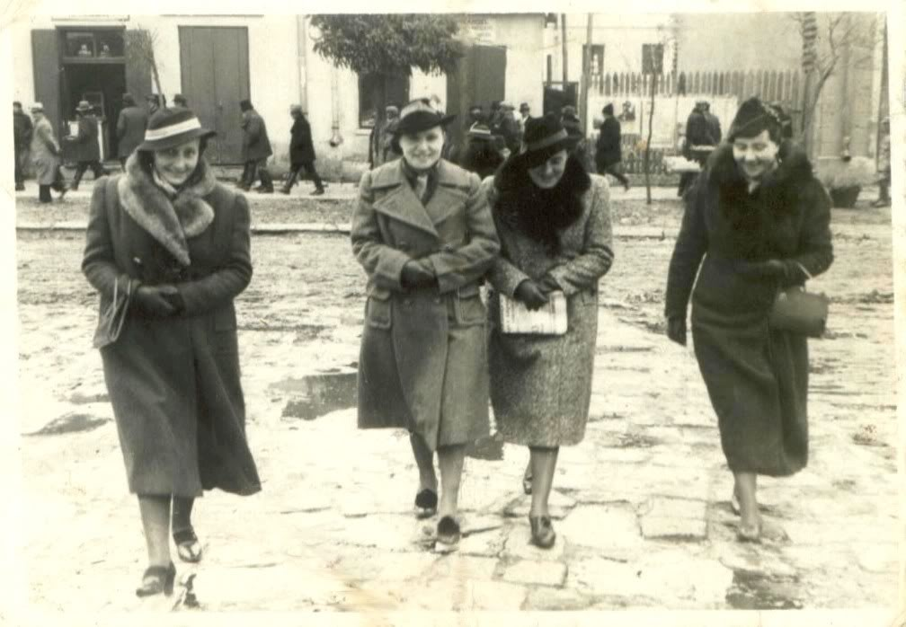 Bronia (the second from the left). The other ladies are: Janka Kuta Halka Kuta Miśka Kleszczyńska I do not know anything about them, or even which one is which? The picture was taken on the street in Komarna. You can see the crooked pavement and the famous Galician mud ...